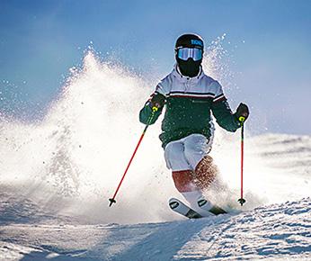 Un membre de l'équipe de France de ski bosse en action